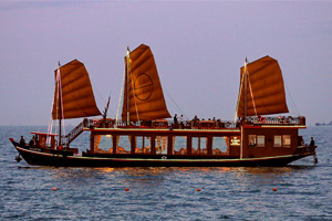 Sunset Cruise With Dinner On Nha Trang Bay