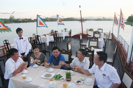 Cruise On Huong River With Dinner (No Royal Dress)